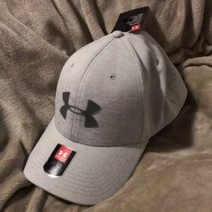 Men's Under Armour Hat- size L/XL